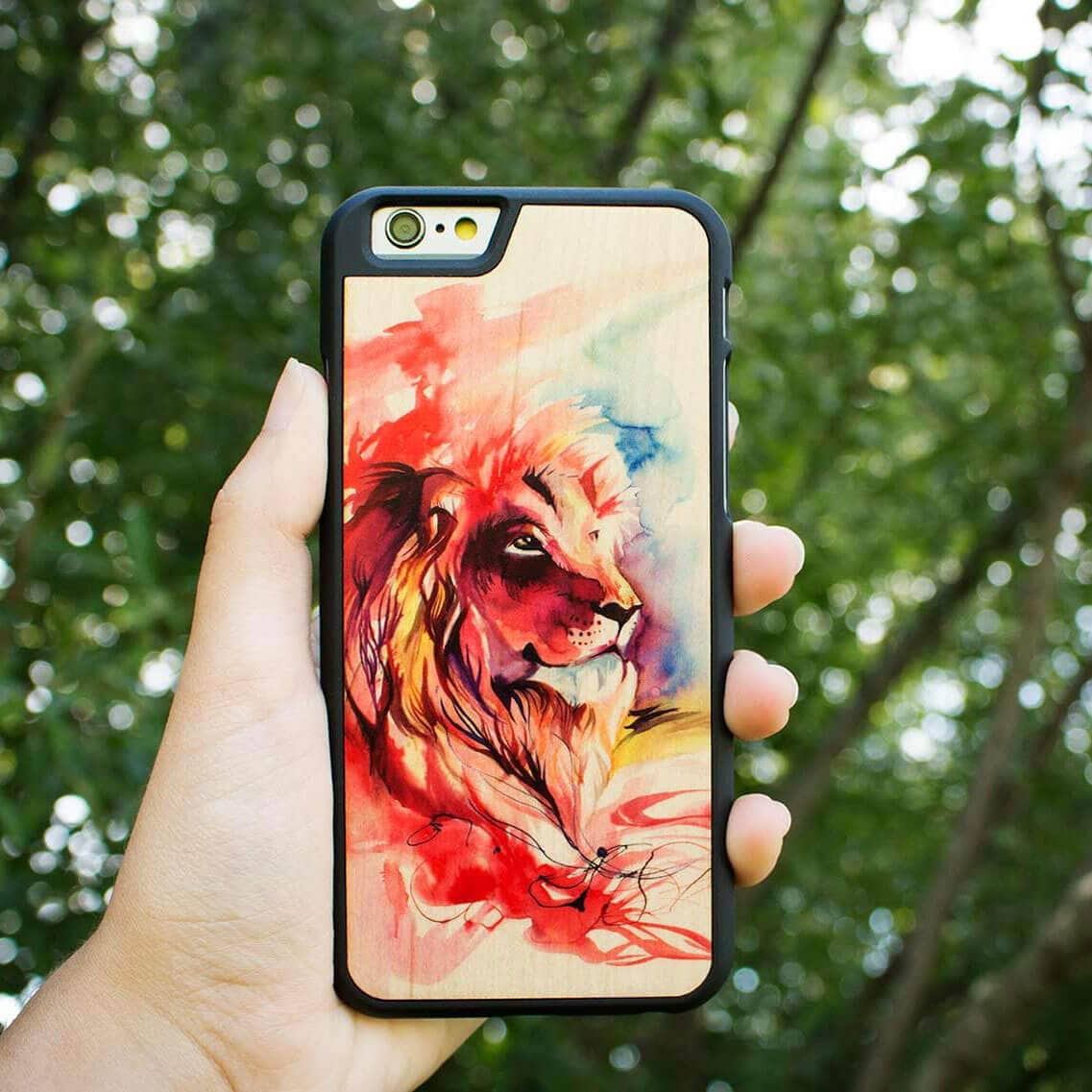 lion-wooden-phone-case